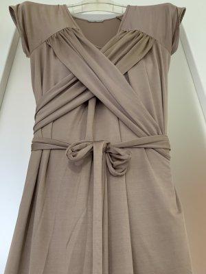Kleid mit raffinierter Wickeltechnik