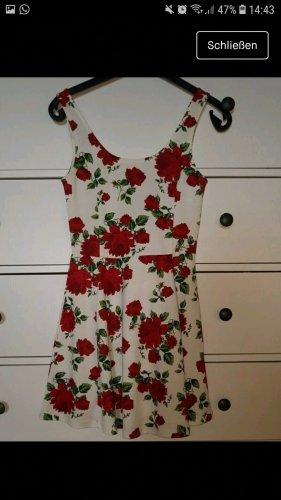 Kleid mit roten Rosen