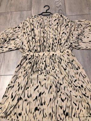 Kleid mit Rücken Dekolleté