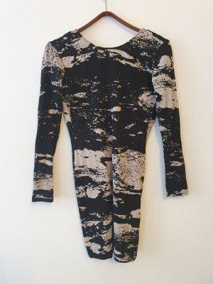 Kleid mit Rückenausschnitt körperbetont