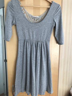 Kleid mit Rückenteil aus Spitze