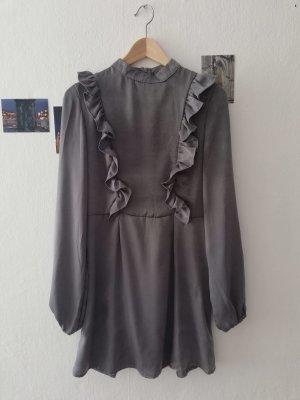 Kleid mit Rüschen silber
