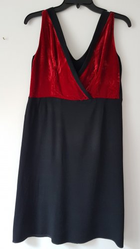 Kleid mit Samt Decolleté