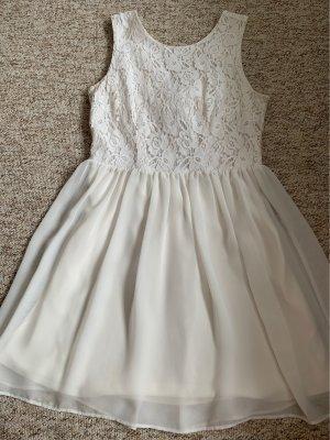 Kleid mit Schleife am Rücken