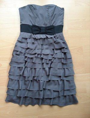Kleid mit Schleife