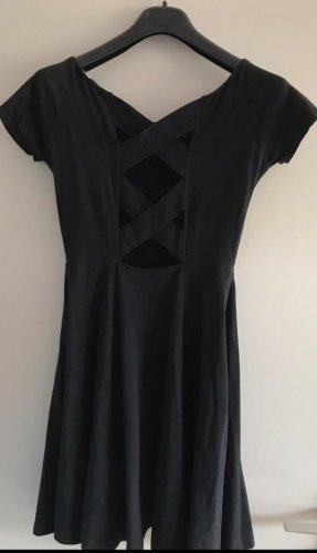Kleid mit schönem Rückenausschnitt Gr. M