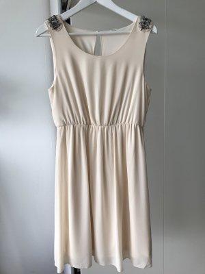 Kleid mit Schulter Verzierung