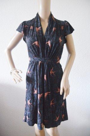 Kleid mit Schwalben gr.36 French Connection