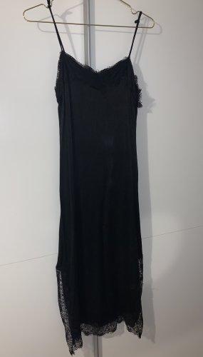 Kleid mit seitlichen Schnitten
