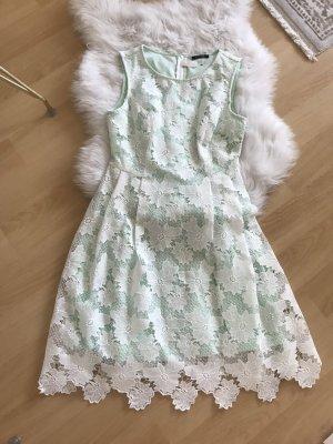 Kleid mit Spitze / M