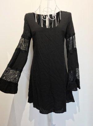 Kleid mit Spitzenärmeln