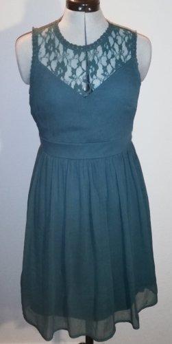 Kleid mit Spitzendekollete
