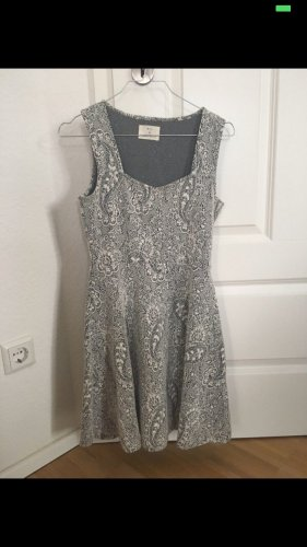 Kleid mit Spitzenoptik