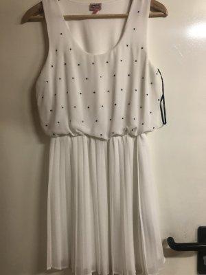 Kleid mit Steinchen und Plisseerock