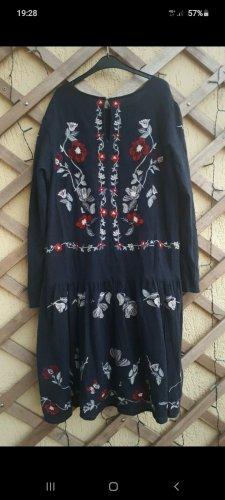 Kleid mit stickerrei