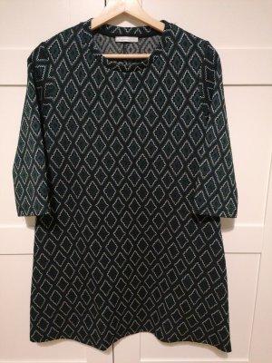 Kleid mit Struktur Stoff