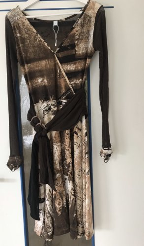 Kleid mit transparentem Rückenteil und Ärmeln