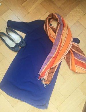 Kleid mit transparenten Anteilen und Schal