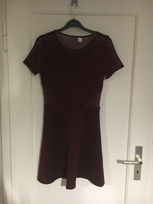 Kleid mit transparenten Details