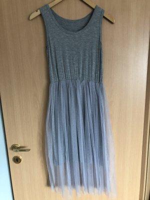 Kleid mit Tülloberrock grau Gr. S