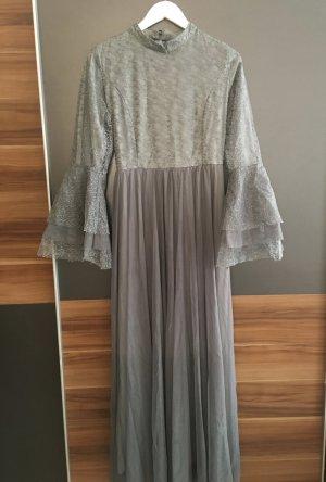 Vestido de chifón color plata