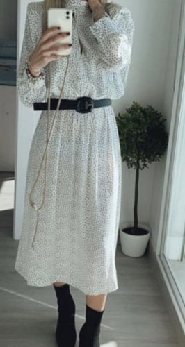 Kleid mit Tupfenmuster u. Gürtel von Zara