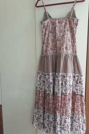 Kleid mit verstellbarem Ausschnitt