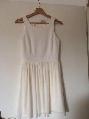 Kleid mit Volant in beige