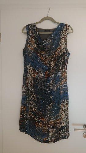 Kleid mit Wasserfallausschnit