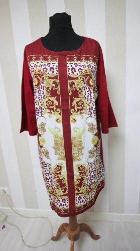 Robe t-shirt blanc-rouge foncé