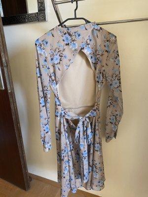 Kleid NAKD mit offenen Rücken