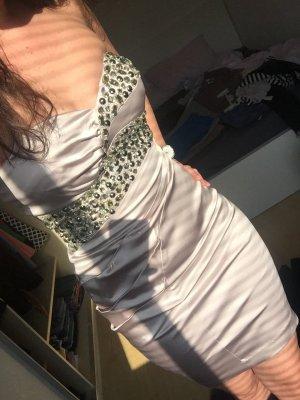Kleid neu und sehr schön auffallend