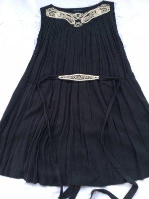 Kleid Plissee Optik mit Perlen Stickerei