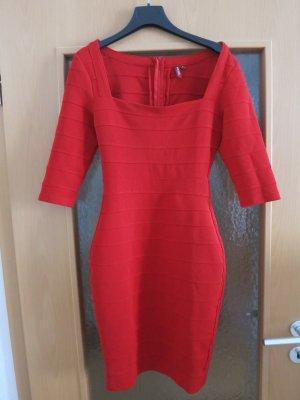 Kleid rot,eng anliegend