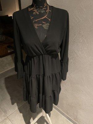 Sukienka z falbanami czarny