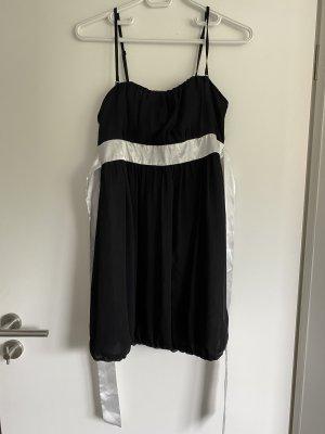 Kleid schwarz mit weißem Satinband zum Binden