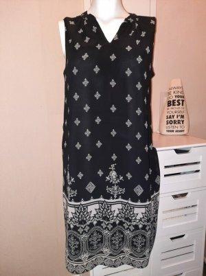 Kleid schwarz-weiß-gemustert, lässig bequem