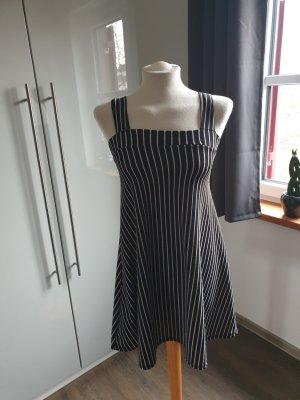 Kleid schwarz/weiß gestreift letzte Preissenkung