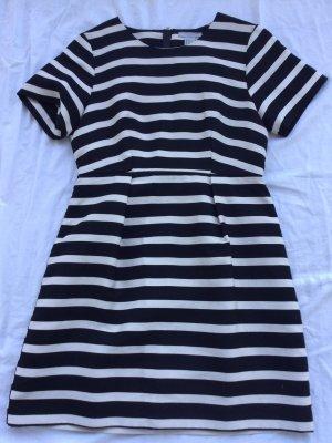 Kleid schwarz weiß gestreift Monochrome Trend FS 2021