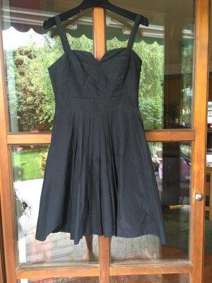 Kleid, schwarzes Kleid
