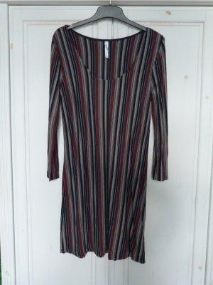 Kleid/Tunika/Longshirt / eng anliegend/figurbetont / Längsstreifen / RVCA / Gr. L