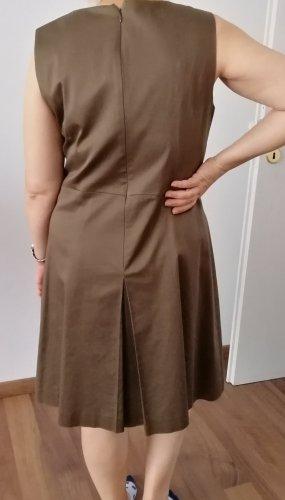 1.2.3. UN DEUX TROIS Paris Sukienka o kroju litery A khaki