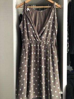 Kleid von Apricot