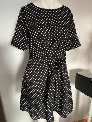 Kleid von Boohoo Gr 38 M gepunktet