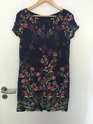 Kleid von Esprit mit vielen Blumen