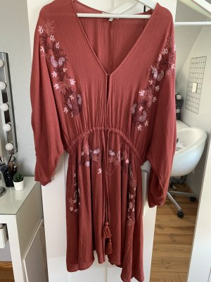 Kleid von Farina Opoku