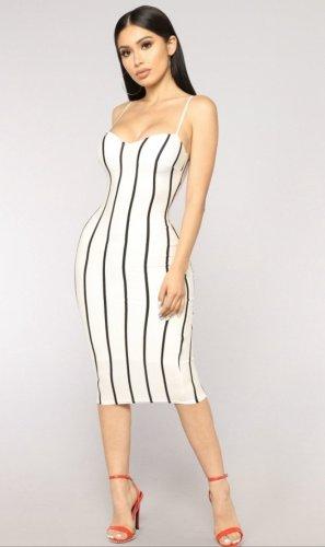 Kleid von FashionNova.
