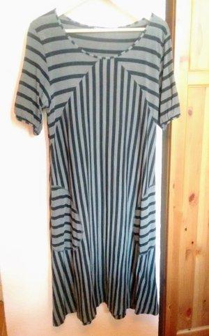 Kleid von Gudrun Sjöden