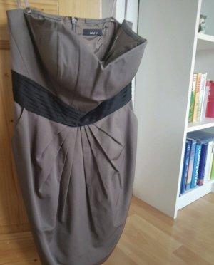 Kleid von Jakes