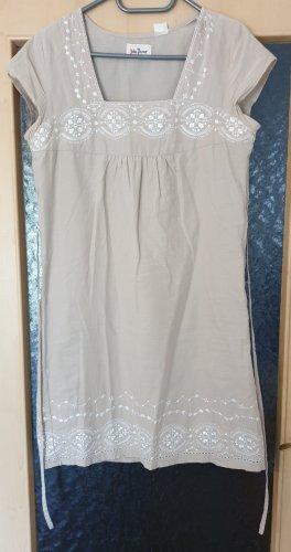 Kleid von John Baner